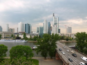 Blick vom Filmmuseum auf Frankfurts Bankenviertel